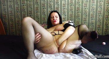 Толстуха раздвинула ноги и поиграла с писей дилдо