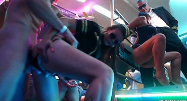 Бизнесменам нужна жесткая ебля в ночном клубе
