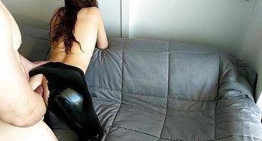 Любитель анального секса трахает девку в латексе