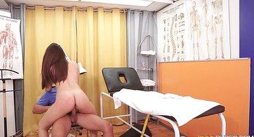 Пациентка трахнулась с врачом и глотнула кончи