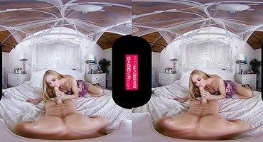 Футболист в очках виртуальной реальности трахает блондинку