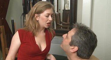Милфа заставляет мужика ласкать язычком ее классную промежность