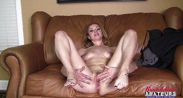 Женатик снимает POV-измену на кожаном диване