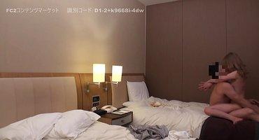 Толстый японец трахает в отеле стройную деваху