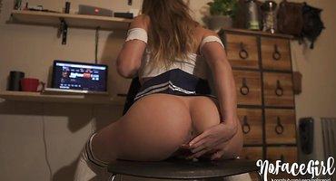 Физрук снимается в домашней порнушке с молодой студенткой