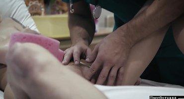 Санитар в больнице потрахался с горячей пациенткой