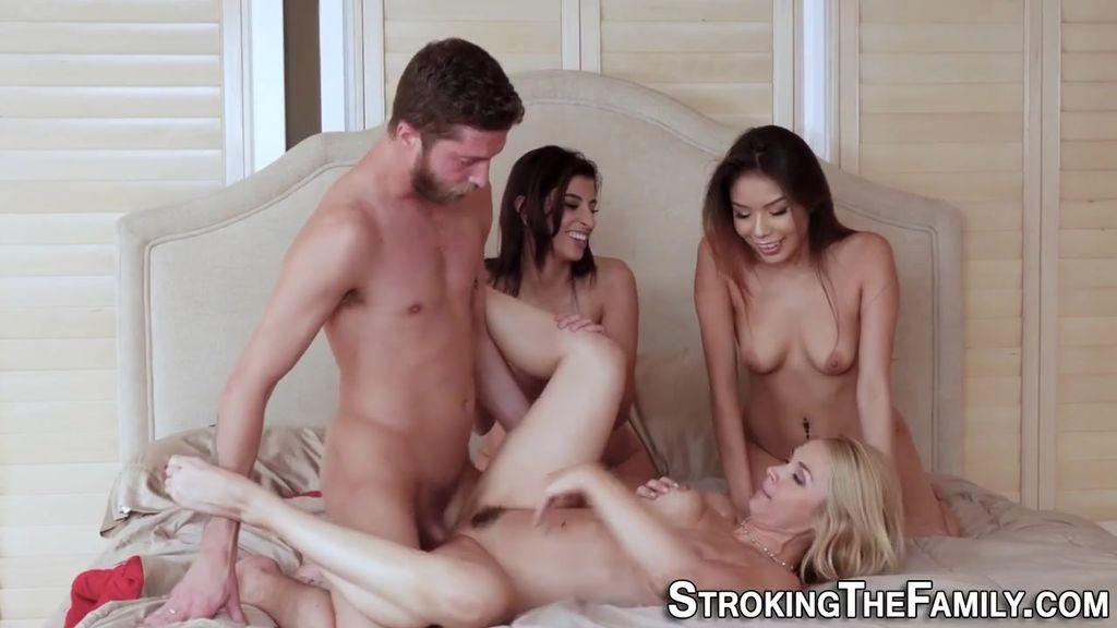 Секс с тремя телками фото