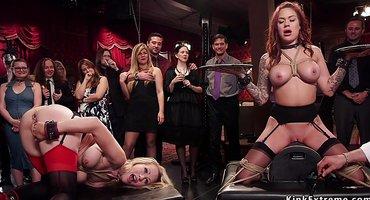 Девки публично на вечеринке ебутся с зрелыми бизнесменами