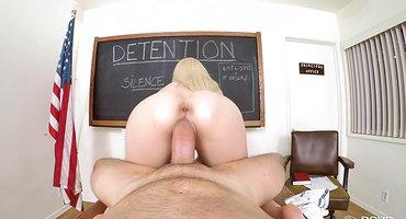 Блондинка прыгает на толстом хую препода в кабинете